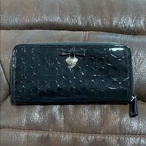 COACH EMBOSSED LIQUID GLOSS ACCORDION ZIP NWOT